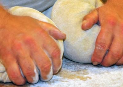 bäckerei lassan brot handwerk teig kneten